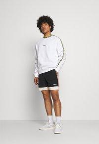adidas Originals - DETAIL CREW UNISEX - Felpa - white - 1
