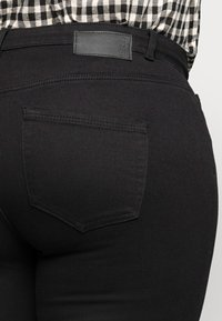 Pieces Curve - PCHIGHFIVE FLEX - Jeans Skinny Fit - black - 4