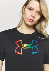 Under Armour - PRIDE GRAPHIC - Print T-shirt - black - 3