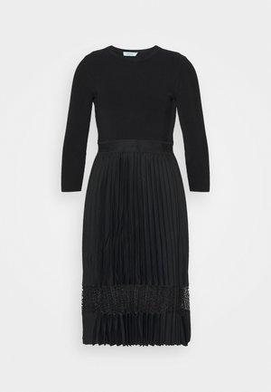 MIX MEDIA PLEATED DRESS - Denní šaty - black
