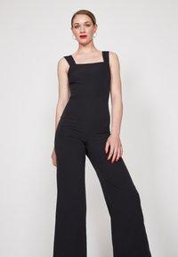 True Violet - SQUARE STRAPPY - Jumpsuit - black - 3