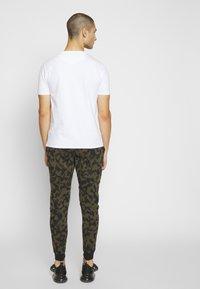 Alessandro Zavetti - ABLETT SNAKE - T-shirt print - white - 2