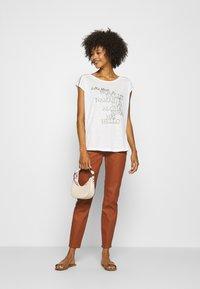 comma - Spodnie materiałowe - cognac - 1