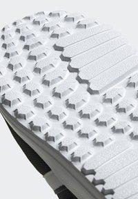 adidas Originals - LA TRAINER LITE SHOES - Trainers - core black/ftwr white/core black - 8