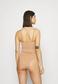 Cotton On Body - STRAPLESS BELTED ONE PIECE BRAZILIAN - Swimsuit - lion brown - 2