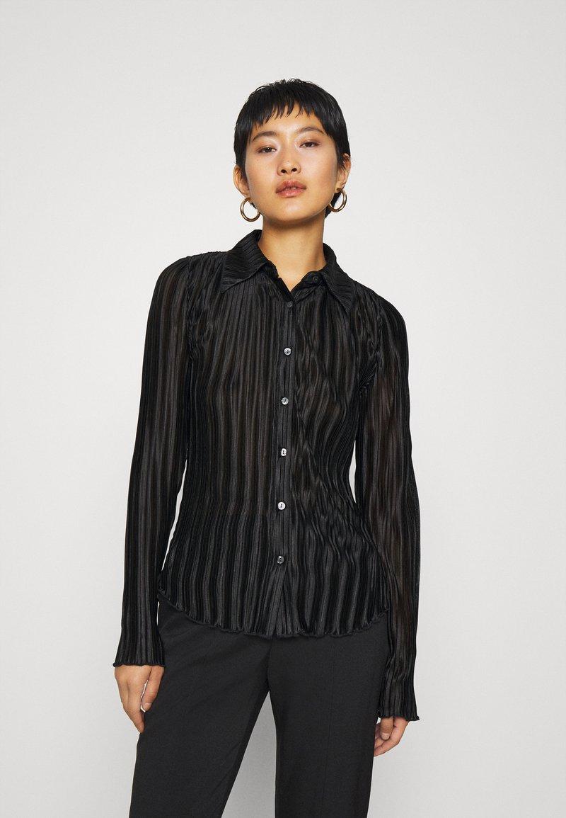 Who What Wear - PLISSE - Button-down blouse - black
