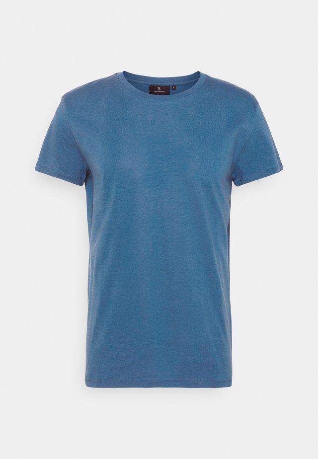 CASUAL - Basic T-shirt - summer blue