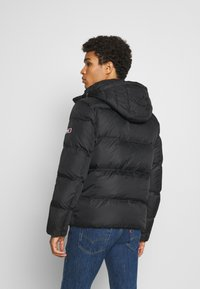 Tommy Jeans - TJM ESSENTIAL DOWN JACKET - Untuvatakki - black - 2