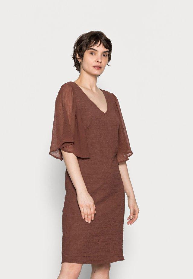 LEA DRESS - Sukienka letnia - russet