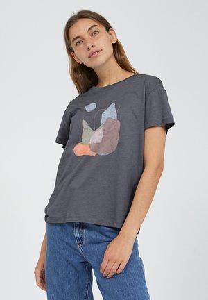 NELAA STONES - Print T-shirt - anthra