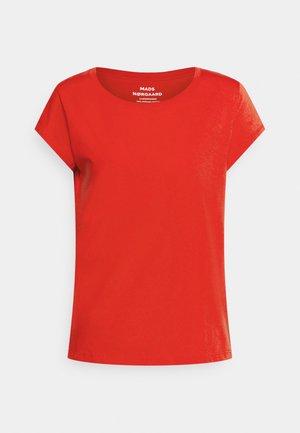 FAVORITE TEASY - Basic T-shirt - fiery red
