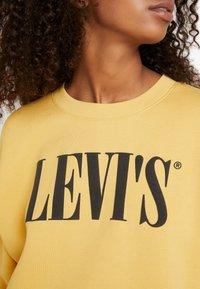 Levi's® - GRAPHIC DIANA CREW - Bluza - ochre - 6