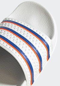 adidas Originals - ADILETTE SLIDES - Sandali da bagno - white - 5