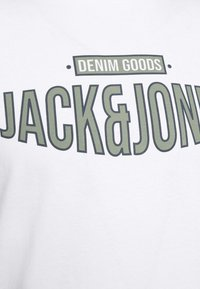Jack & Jones - JORBOOSTER TEE CREW NECK - T-shirt z nadrukiem - white - 5