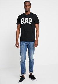 GAP - ORIG ARCH  - Print T-shirt - true black - 1