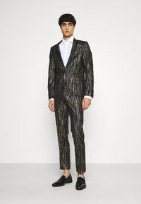 Twisted Tailor - SAGRADA SUIT - Completo - black/gold - 0