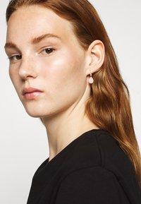 Julie Sandlau - POETRY EARRINGS - Korvakorut - gold-coloured - 1