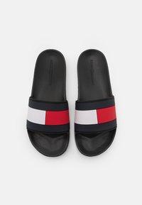 Tommy Hilfiger - ESSENTIAL FLAG POOL SLIDE - Pantofle - black - 3