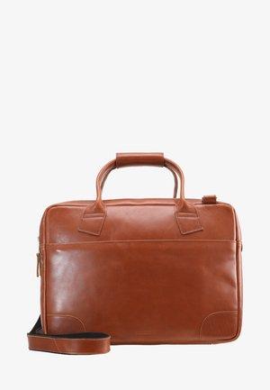 NANO BIG ZIP - Taška na laptop - cognac