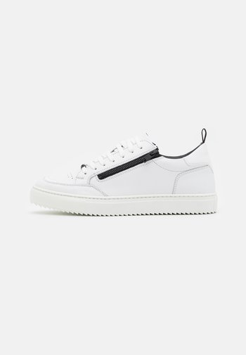 ROW LACE UP WITH METAL ZIP OPENING  - Trainers - white