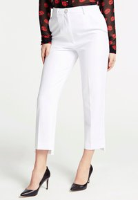 Guess - GUESS HOSE SLIM FIT - Trousers - weiß - 0