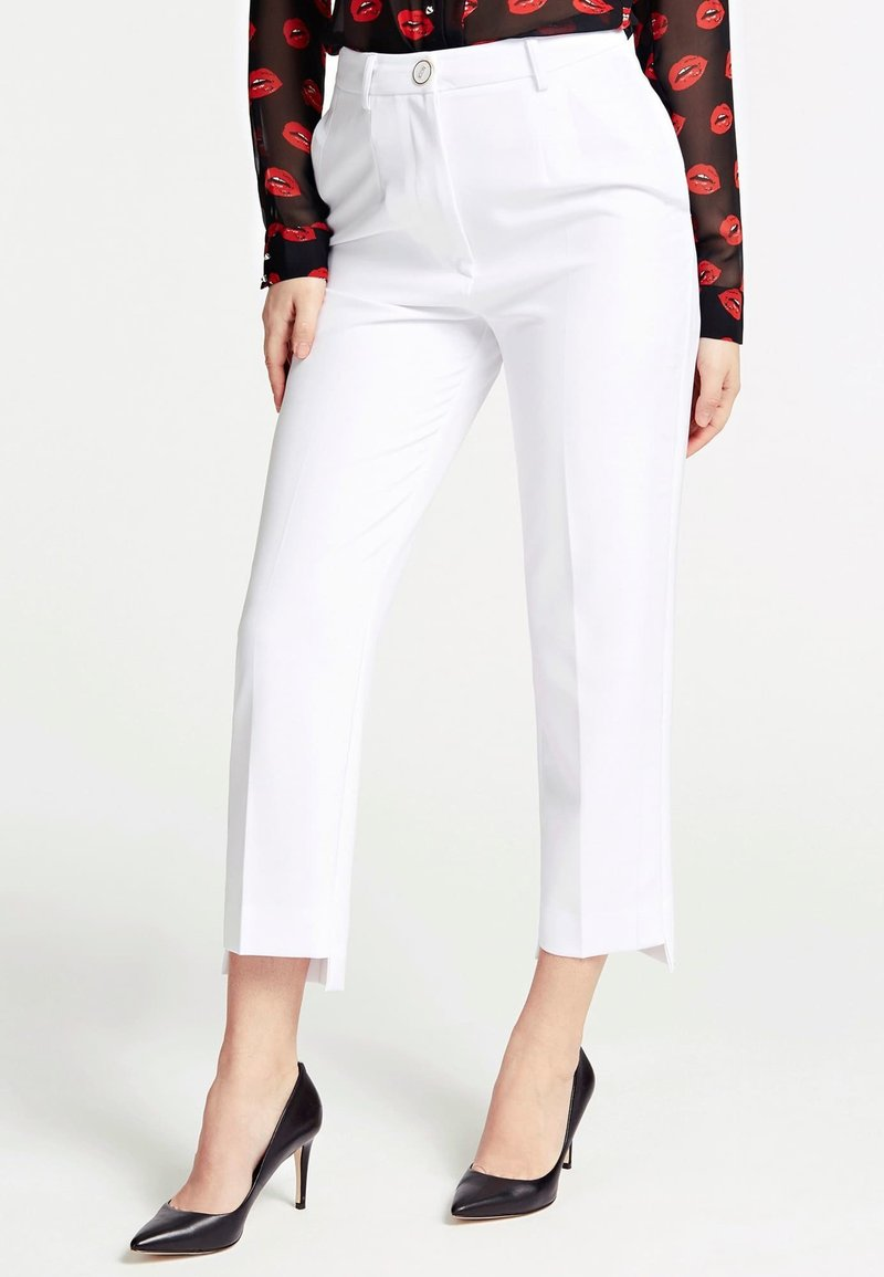 Guess - GUESS HOSE SLIM FIT - Trousers - weiß