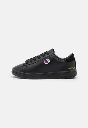 LOW SHOE COURT CLUB PATCH - Sports shoes - new black