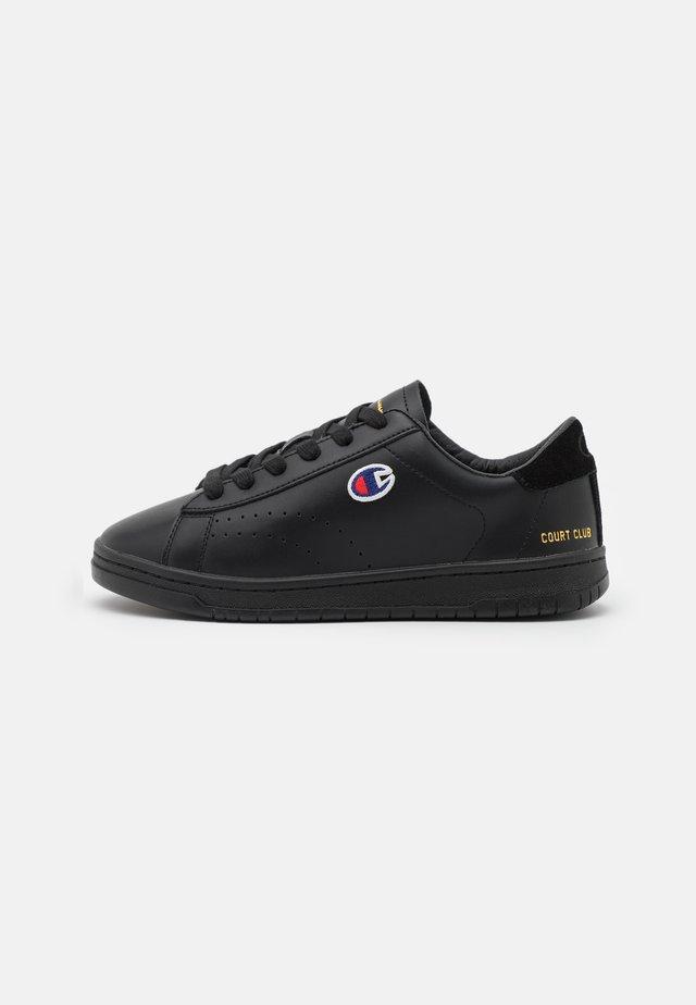 LOW SHOE COURT CLUB PATCH - Chaussures d'entraînement et de fitness - new black