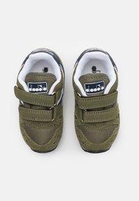 Diadora - SIMPLE RUN UNISEX - Neutral running shoes - green rosemary - 3