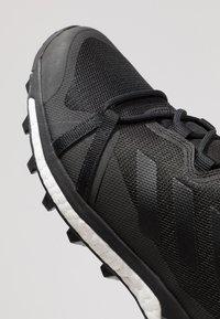 adidas Performance - TERREX SKYCHASER LT - Obuwie hikingowe - core black/grey four - 5