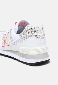 New Balance - WL574 - Zapatillas - white - 5