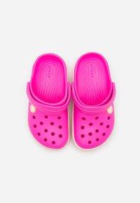Crocs - CROCBAND - Pool slides - electric pink/cantaloupe - 3
