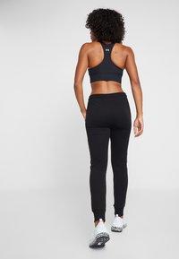 Fila - LAKIN - Spodnie treningowe - black - 2