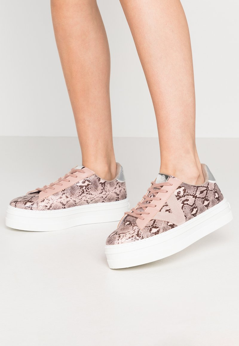 Victoria Shoes - Trainers - nude