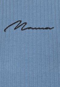 Missguided Maternity - SCRIPT RACER MIDI DRESS - Pletené šaty - blue - 2