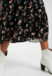 Madewell - TIERED BUTTON FRONT MIDI DRESS - Day dress - pom pom floral true black - 5