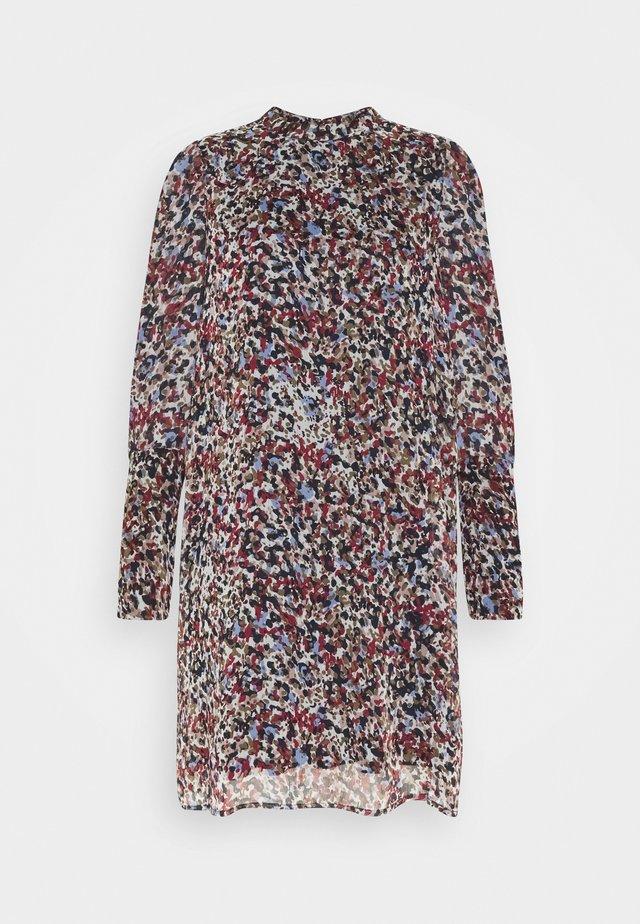 VMELLIE SMOCK SHORT DRESS - Freizeitkleid - snow white