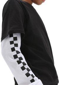 Vans - BY LONG CHECK TWOFER - Long sleeved top - black - 2