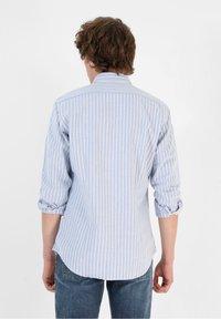 Scalpers - SLIM FIT OXFORD - Shirt - skyblue stripes - 1