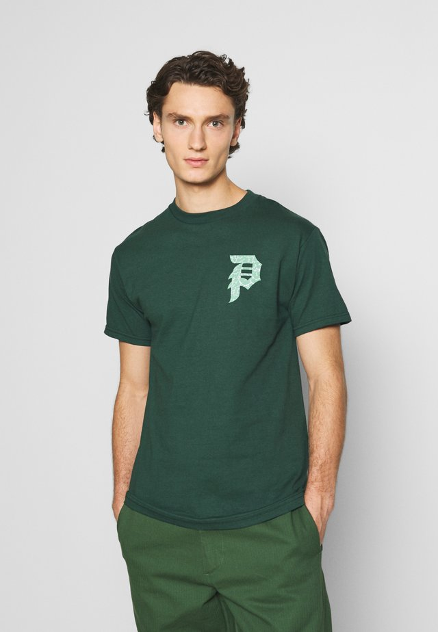 DIRTY KAKSHI TEE - Triko s potiskem - forest green