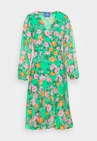 Cras - HUDSONCRAS DRESS - Sukienka letnia - island flower - 3