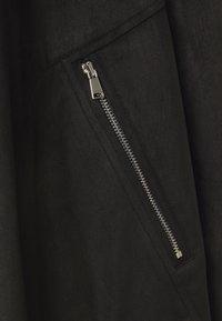 CAPSULE by Simply Be - LONGLINE WATERFALL JACKET WITH PANEL SLEEVE - Short coat - black - 6
