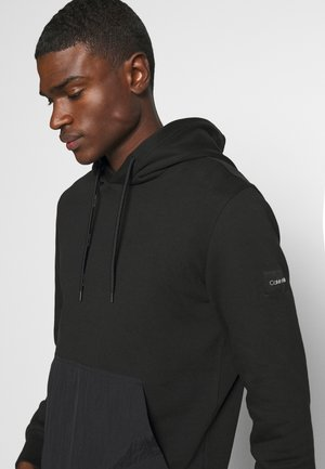 POCKET HOODIE - Sweat à capuche - black