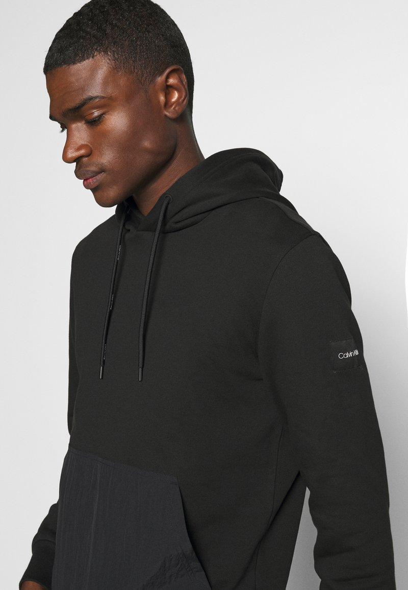 Calvin Klein - POCKET HOODIE - Sweat à capuche - black
