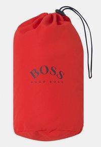 BOSS Kidswear - Vodotěsná bunda - bright red - 2