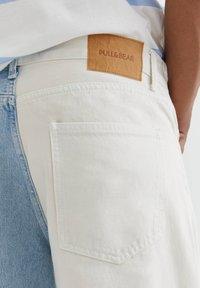 PULL&BEAR - MIT COLOUR BLOCK - Straight leg -farkut - white - 4
