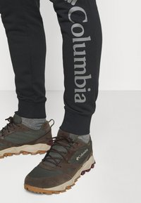 Columbia - LOGO JOGGER - Teplákové kalhoty - black/city grey - 3