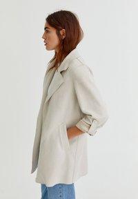 PULL&BEAR - Short coat - grey - 7