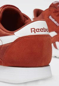 Reebok Classic - CLASSIC NYLON SHOES - Trainers - mason red - 7