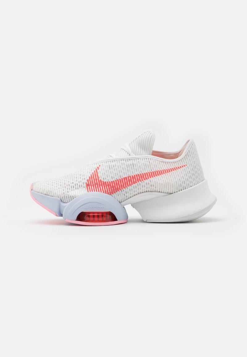 Nike Performance - AIR ZOOM SUPERREP 2 - Zapatillas de entrenamiento - summit white/bright crimson